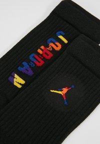 Jordan - LEGACY CREW RIVALS - Skarpety sportowe - black/multi-color - 2