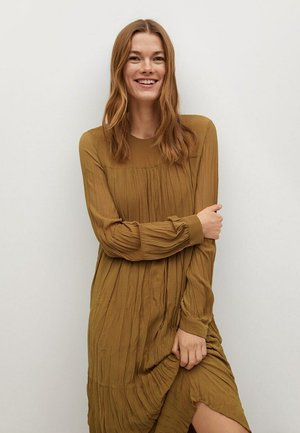 PLISADO - Day dress - marrón medio