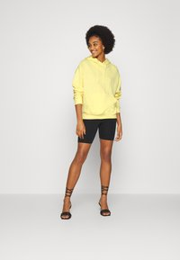 Even&Odd - BASIC OVERSIZED HOODIE WITH POCKET - Jersey con capucha - light yellow - 1