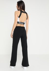 DKNY - TRACK PANT W/SIDE SLIT - Tracksuit bottoms - black - 2