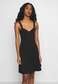 Pieces - PCANG STRAP DRESS - Sukienka z dżerseju - black - 0