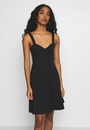 PCANG STRAP DRESS - Žerzejové šaty - black