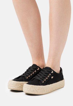 CHEVELIJN - Casual lace-ups - black