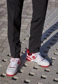 New Balance - 550 UNISEX - Matalavartiset tennarit - white/red - 2