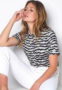 DESOTO - Button-down blouse - creme zebra print - 1