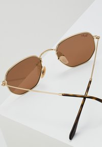 Ray-Ban - 0RB3548N - Occhiali da sole - gold copper flash - 2