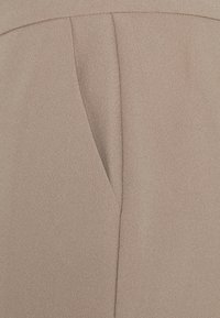 Nly by Nelly - SHAPED SUIT PANTS - Kalhoty - taupe - 2