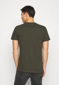 Banana Republic - LOGO SOFTWASH TEE - Basic T-shirt - nightshade global - 2