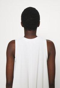 Max Mara Leisure - RIBALDO - Žerzejové šaty - white - 9