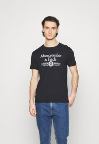 Abercrombie & Fitch - 3 PACK - T-shirt med print - white - 4