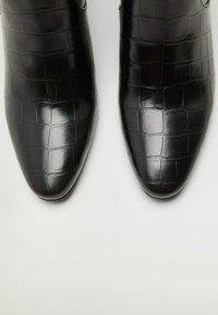 Mango - CALEO - Classic ankle boots - schwarz - 5