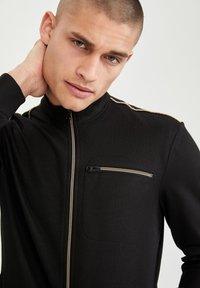 DeFacto - Sweat à capuche zippé - black - 3