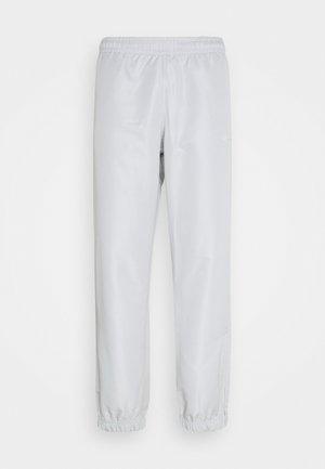 CARSON 021 - Tracksuit bottoms - dolphin grey/blanc de blanc