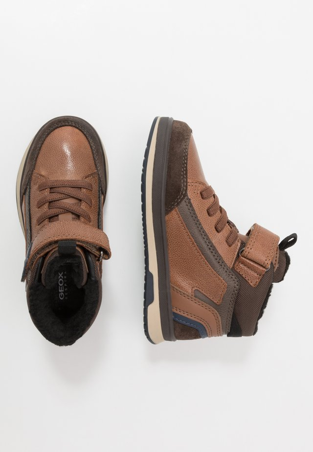 ASTUTO BOY - Støvletter - light brown/brown