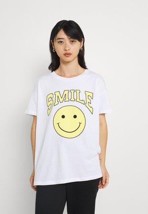 ONLNEW SMILE - Camiseta estampada - white