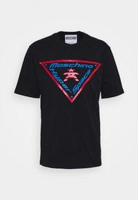 MOSCHINO - T-shirts med print - fantasy black - 6