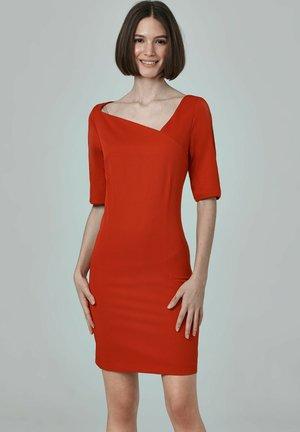 Robe fourreau - red