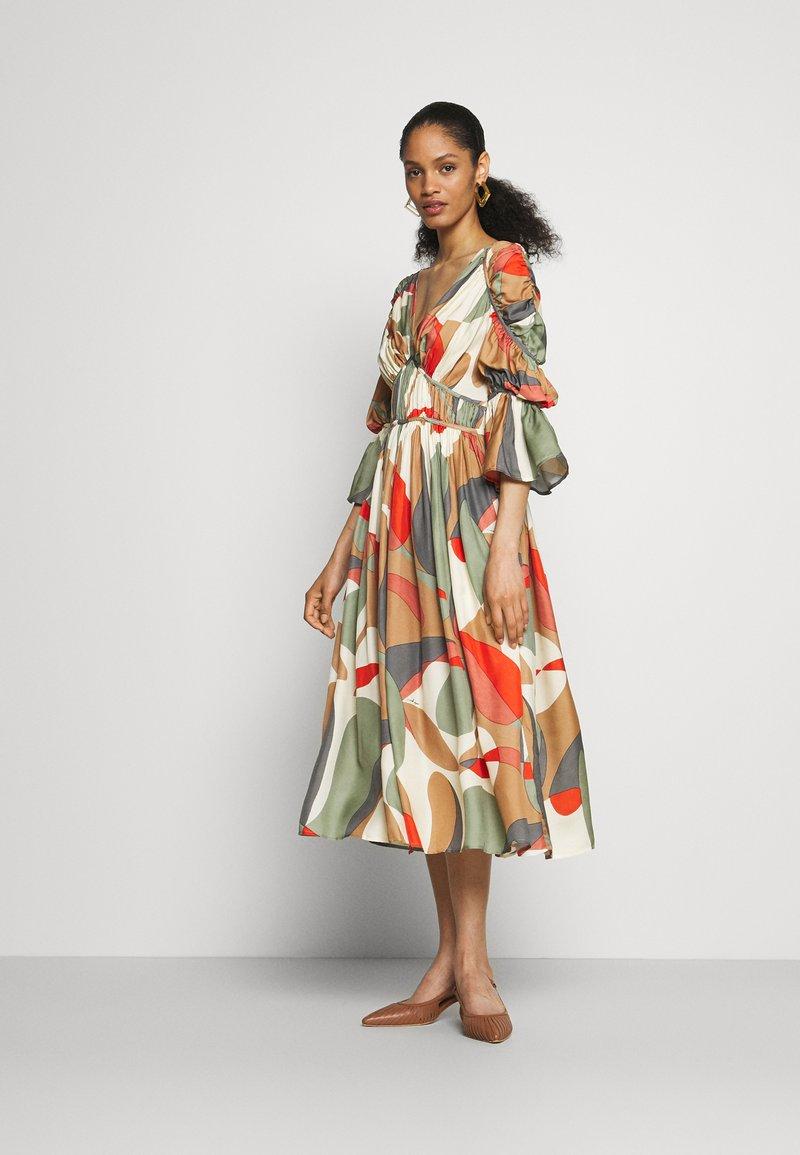 Cult Gaia - ANYSIA DRESS - Maxi šaty - light lava