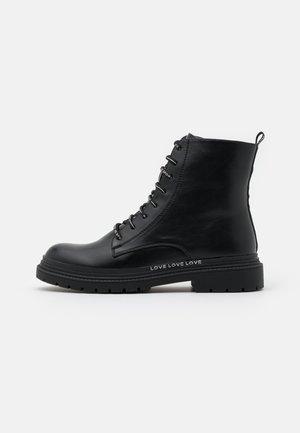 Šněrovací kotníkové boty - soft nero