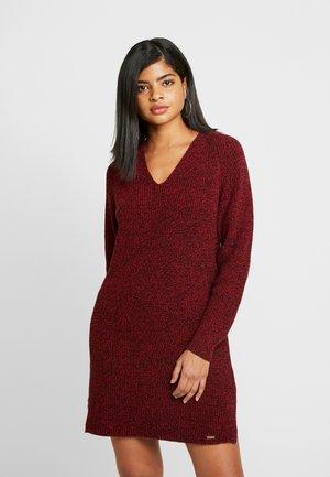 MARISSA DRESS - Pletené šaty - rust