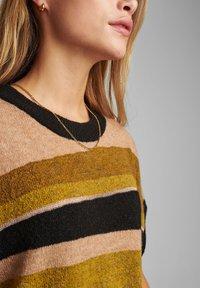 Nümph - NUBARRY DARLENE - Print T-shirt - golden palm - 2
