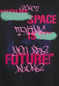 YOURTURN - GRAFFITI WORDING HOODIE  - Sweatshirt - black - 4
