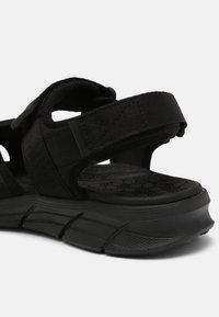 Skechers Sport - EQUALIZER 4.0 SANDAL TOLGUS - Sandały - black - 4