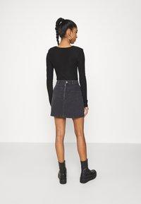 NU-IN - LASER PRINT MINI SKIRT - Mini skirt - black - 2