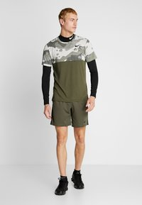 Nike Performance - SHORT TRAIN - Pantalón corto de deporte - cargo khaki/black - 1