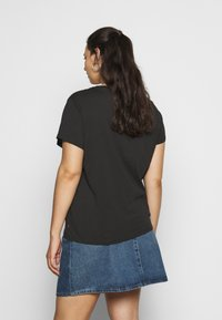 Levi's® Plus - PERFECT TEE - T-shirt con stampa - caviar - 2