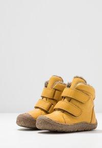 Froddo - Lær-at-gå-sko - yellow - 2