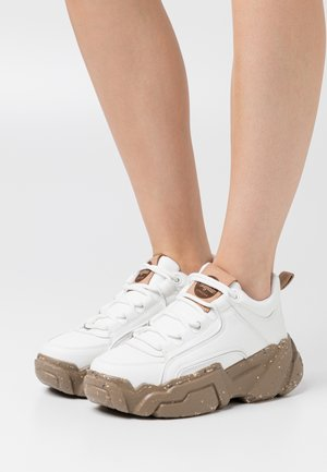 ALEXUS - Sneaker low - white