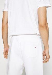 Tommy Hilfiger - BASIC EMBROIDERED  - Shorts - white - 5