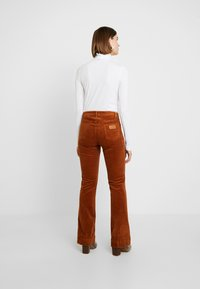 Wrangler - FLARE - Broek - tobacco brown - 3