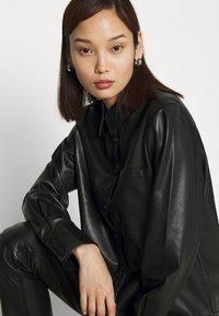 NA-KD - Button-down blouse - black - 3