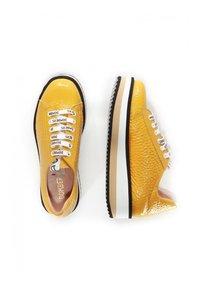 DOMBERS - Baskets basses - mustard yellow - 2