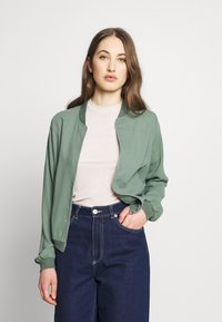 Vero Moda - VMISABEL JACKET COLOR - Bomber Jacket - laurel wreath - 0