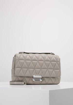 SLOAN CHAIN  - Handbag - pearl grey