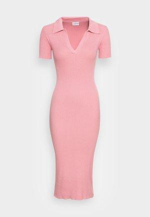 SHORT SLEEVE OPEN COLLAR MIDI DRESS - Pletené šaty - pink