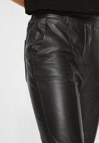 Victoria Victoria Beckham - STRAIGHT LEG TROUSER - Skindbukser - black - 7