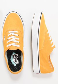 Vans - COMFYCUSH AUTHENTIC - Skateboardové boty - cadmium yellow/true white - 1