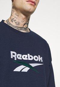 Reebok Classic - VECTOR CREW - Sweatshirt - vector navy - 4
