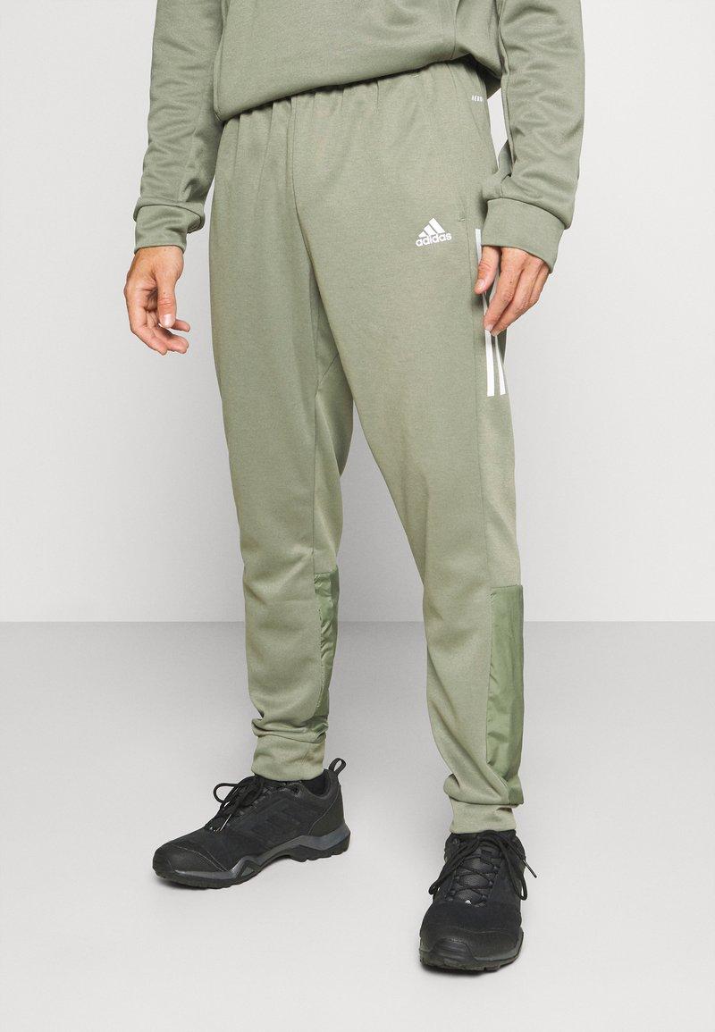 adidas Performance - MUST HAVES AEROREADY SPORTS REGULAR PANTS - Pantalon de survêtement - green