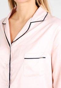 Bluebella - ABIGAIL SHIRT AND TROUSER SET - Pyjama set - pale pink/black - 3