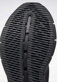 Reebok Classic - ZIG KINETICA HORIZON SHOES - Zapatillas - black - 9