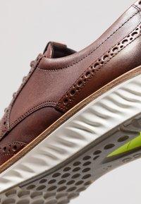 ECCO - ST.1 HYBRID - Sznurowane obuwie sportowe - cognac - 2