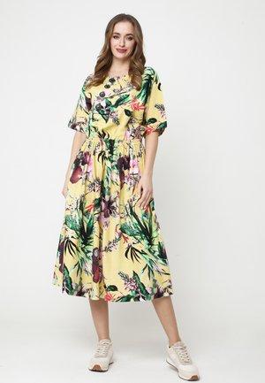 CAMUS - Day dress - gelbgrün