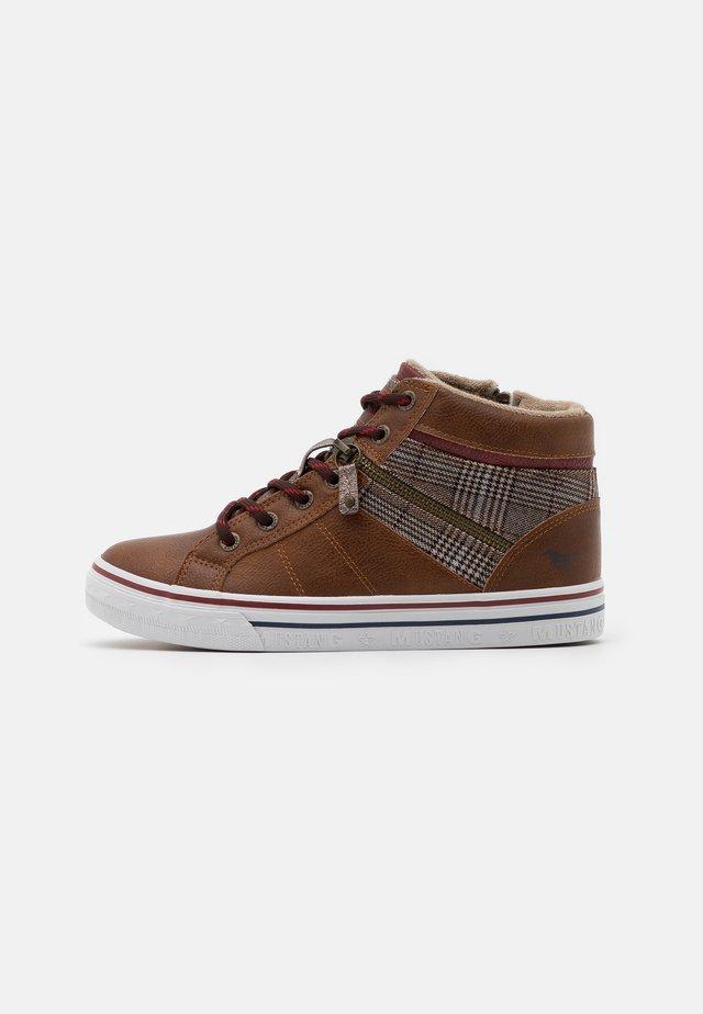 Sneaker high - cognac