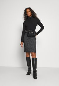 Kaffe - TIPPIE SKIRT - Pencil skirt - black/chalk - 1