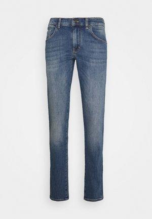 JAY ACTIVE INDIGO JEANS - Slim fit jeans - light blue